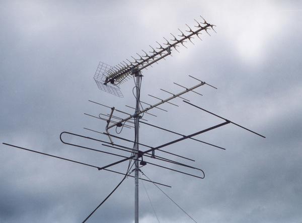 Кто обслуживает коллективную телевизионную антенну?